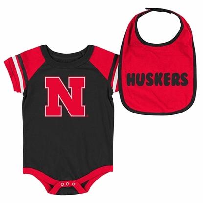 Picture of Nebraska Colosseum® Infant Boys Onesie & Bib Set